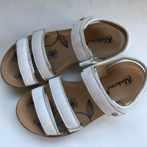 Naturino girls size 13 white sandals, great shape